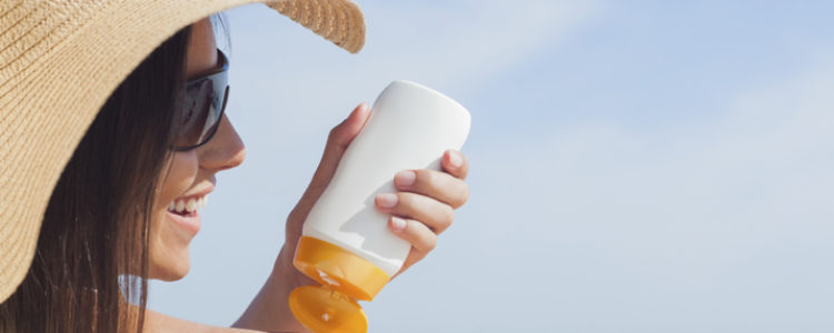 A Guide to Sunscreen SPF & the Difference Between Chemical and Mineral Sunscreens